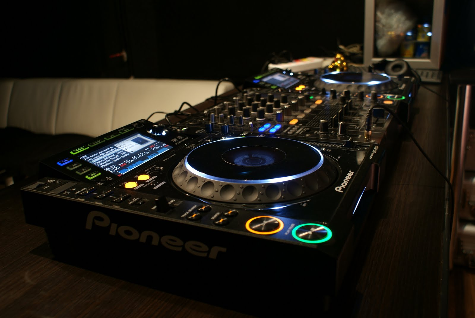 The Best DJ Equipment For Beginners (Guide 2020)