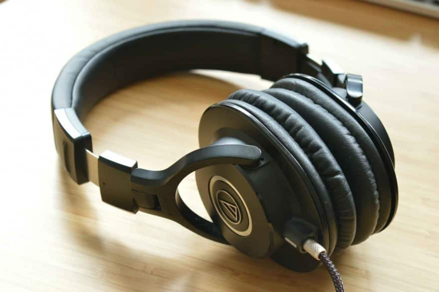 7 Best Headphones For Music Production [2020 Reviews]