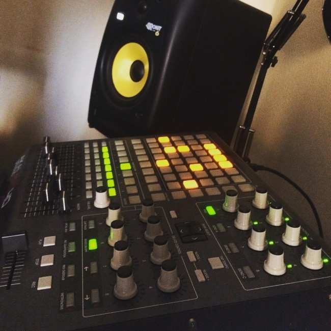 Studio monitor speakers - build your home recoding studio with under 600 dollars