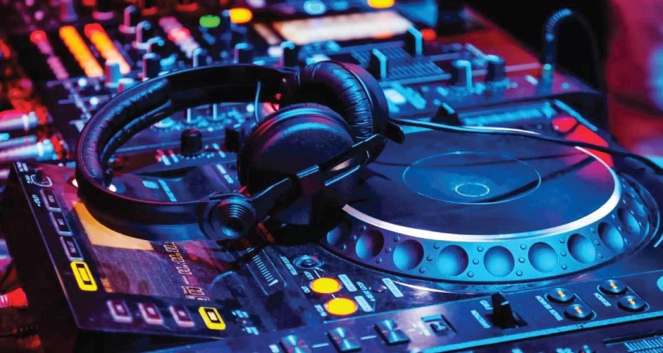 14 Best DJ Headphones In The World (Final Guide)