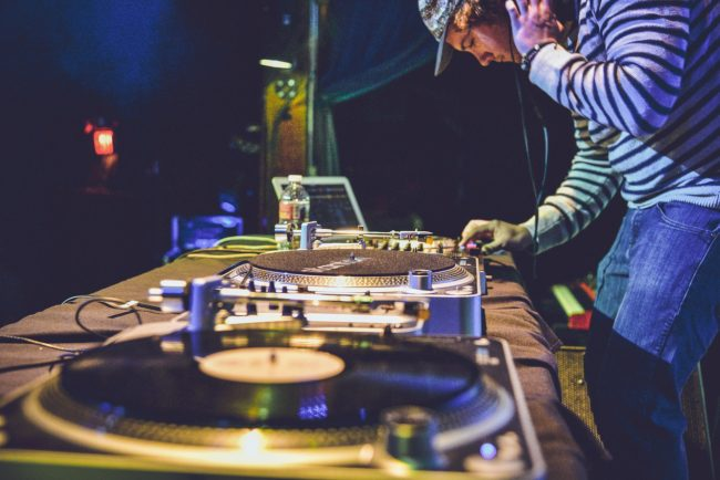 How to become a professional DJ and master your skills