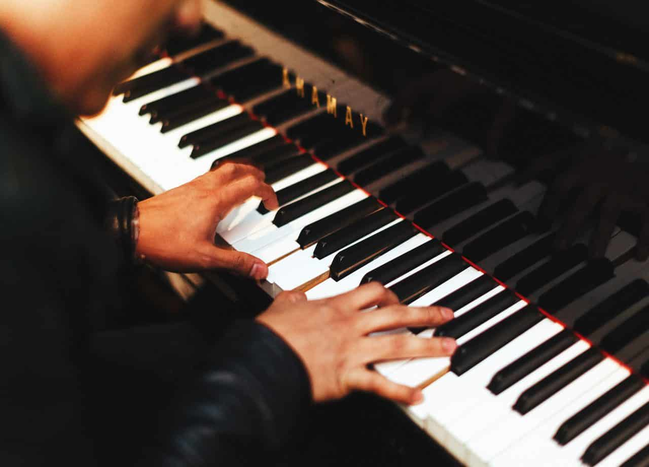 The Best Digital Piano under $1000 [2020 Guide]