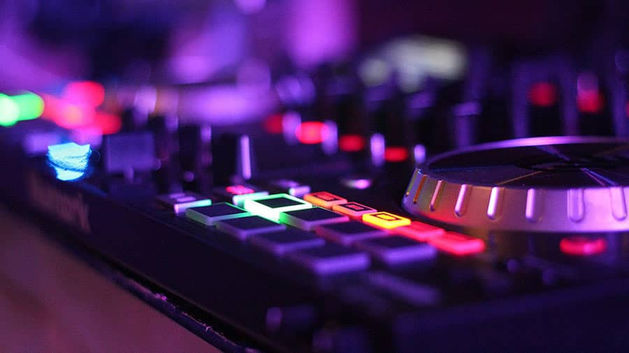 Numark NS6II Review | 4-channel DJ controller on the budget