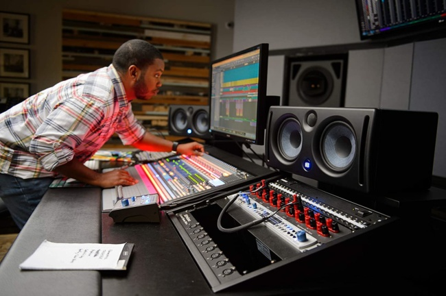 Presonus Eris E66 Active MTM Dual 6 Studio Monitor photo