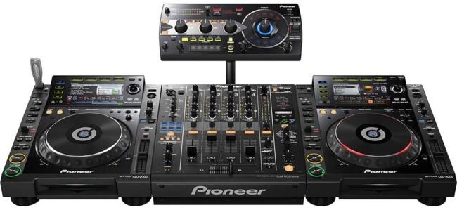 Pioneer DJ DJ Mixer, Black (RMX-1000) setup