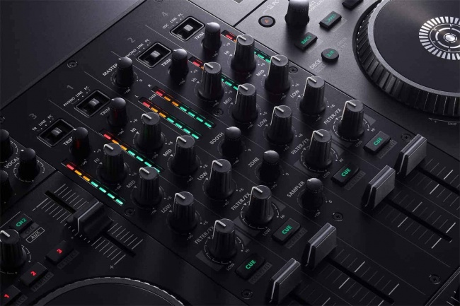 Roland DJ-707M Four-Channel, Four-Deck Serato DJ Controller mixer